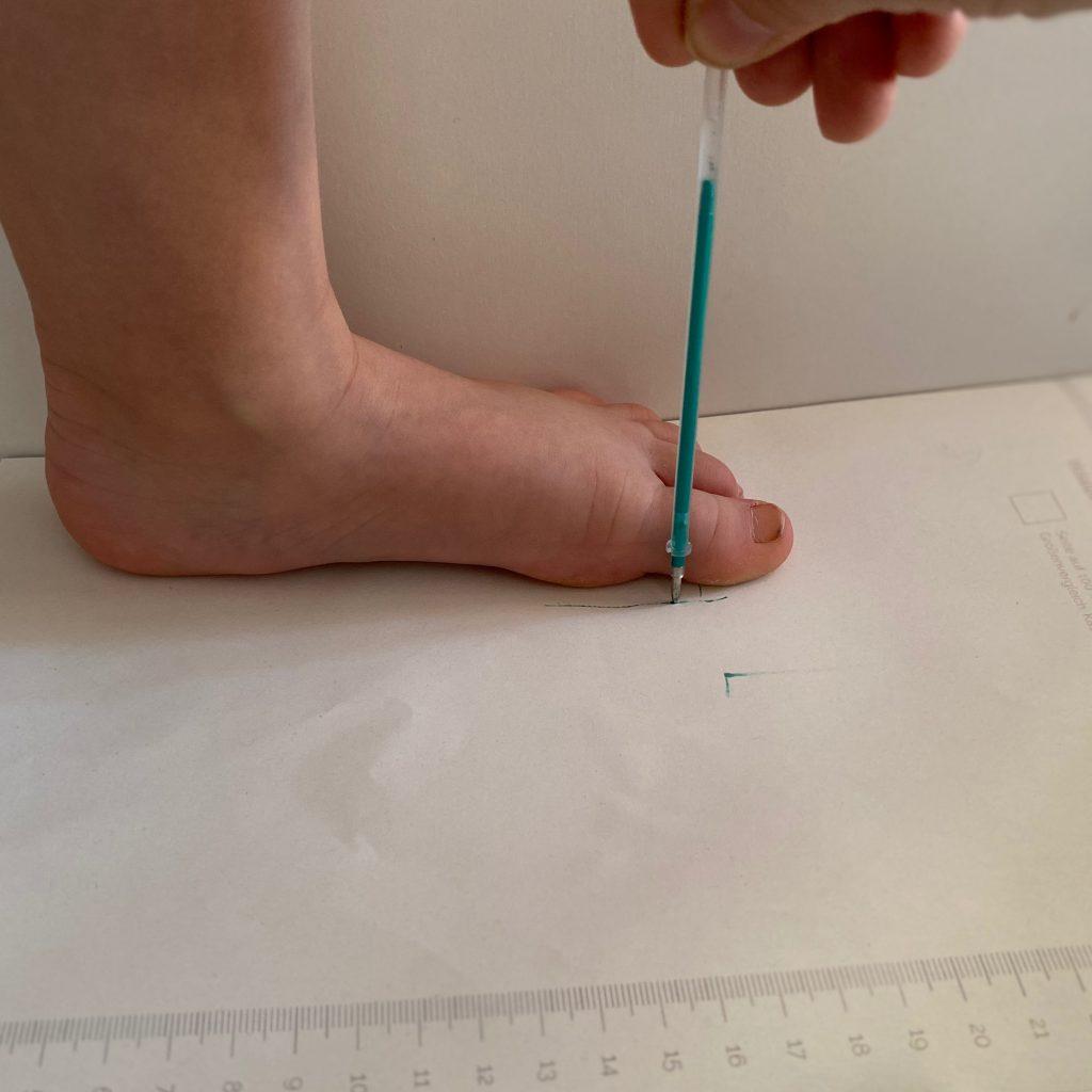 Tildaleins-Füße-messen-breite